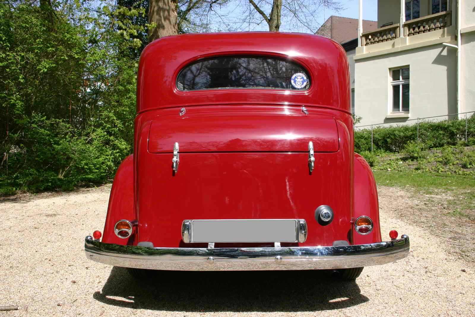 Pontiac Eight Sedan_1