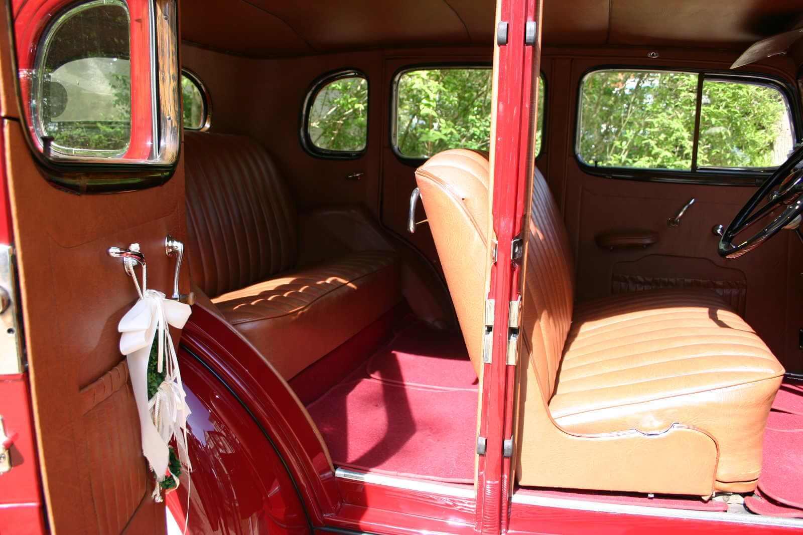 Pontiac Eight Sedan_3