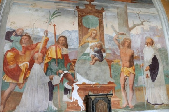 affreschi della chiesa in provincia di Varese
