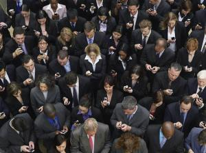 crowd-of-mobile-users-res