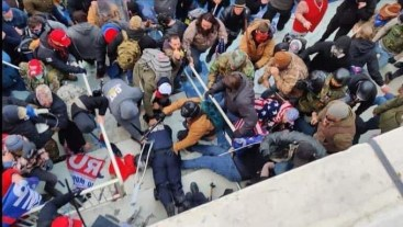 #MAGATerrorists bludgeoning a Capitol police officer