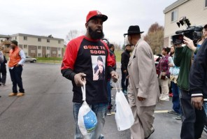 Mike Brown Dad delivering turkey to protestors.
