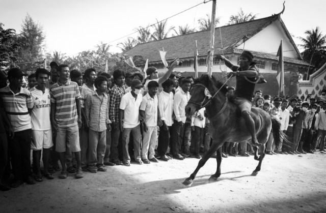 gunning the horse