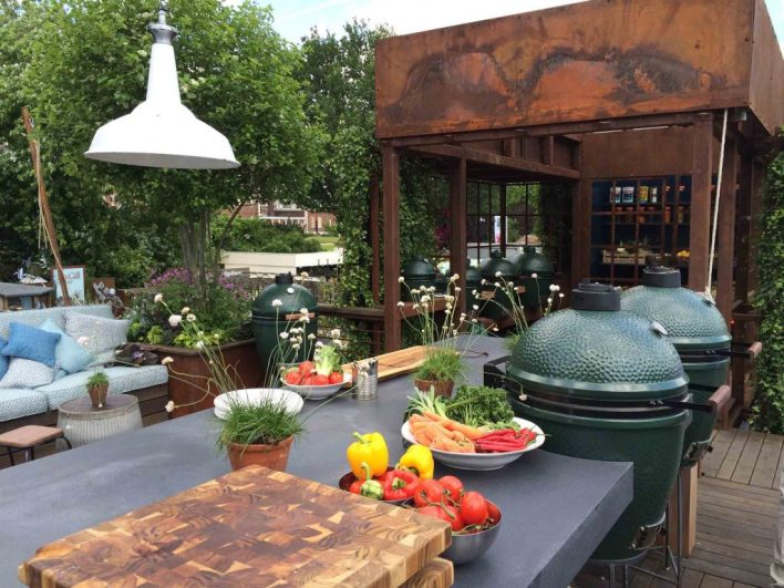 Backyard Dining with eco-friendly countertops | Fairly Southern