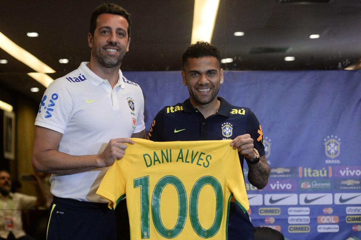 Edu Gaspar e Daniel Alves (Foto: Pedro Martins / MoWA Press)