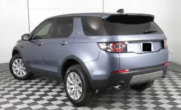 Land-Rover-Discovery-2018-back-image