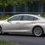 Lexus ES 2019 side image