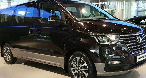 Hyundai Grand Starex 2019 Side Image