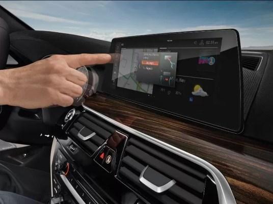2020 BMW 5 Series infotainment screen