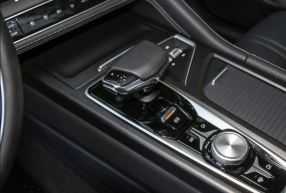 2nd generation cs75 suv center console view