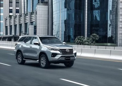 2nd generation facelifted toyota fortuner suv on run