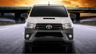8th generation Toyota hilux E full Front view