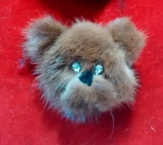 Fur brooch bear1