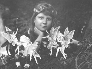 """Frances and the Fairies"", de julho de 1917."