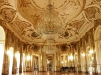 Fonte: http://a-l-ancien-regime.tumblr.com/post/16376450361/queluz-palace-also-known-as-the-portuguese