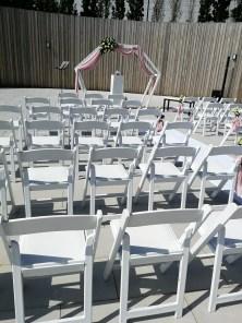 Geometrische backdrop huwelijksceremonie