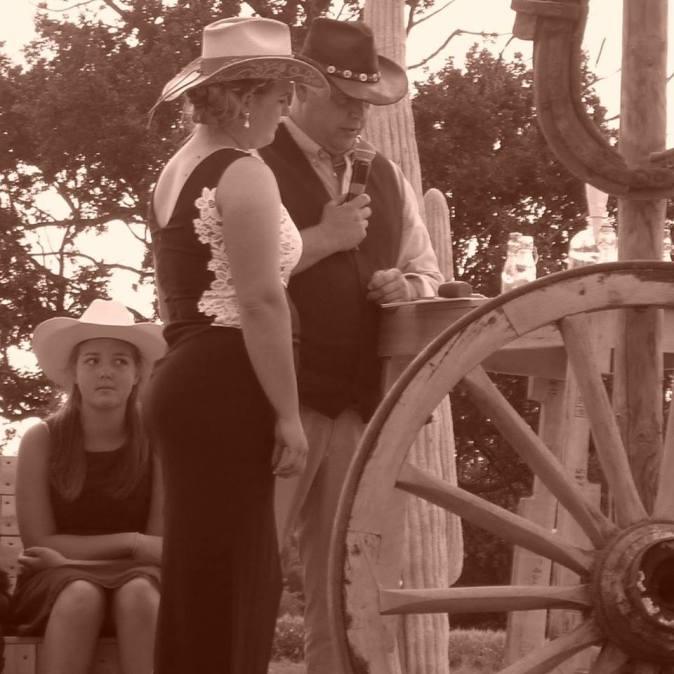 Huwelijksgeloften tijdens country & western huwelijk