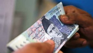 Read more about the article Rupee slides to fresh low of 171.04