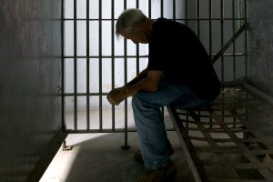 Read more about the article How Do I Get a Credit Score After 30 Years in Prison?