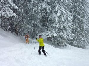 femme en combinaison de ski