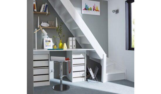 bureau sous un escalier gain de place