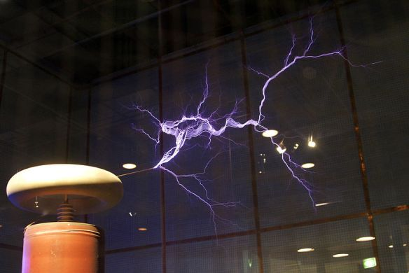 The Tesla Coil - Filiment Discarges