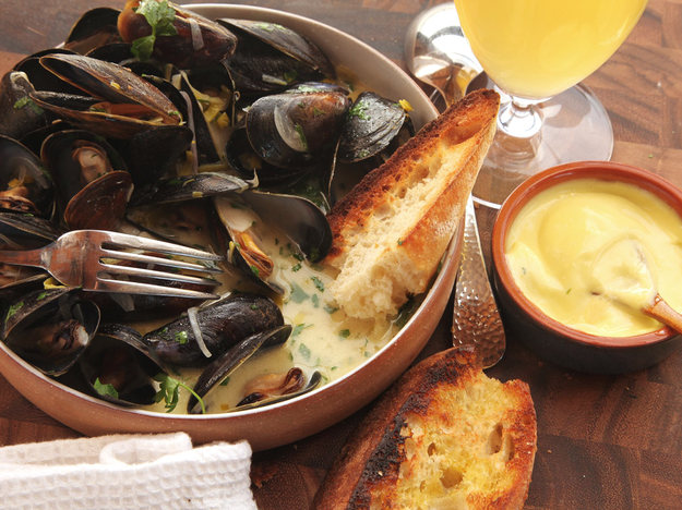 The Best Moules Marinieres Sailor-Style Mussels | Faith, Hope, Love, and Luck Survive Despite a Whiskered Accomplice