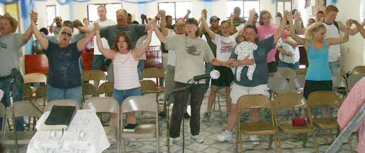 A team worshipping together with volunteers in Mexico