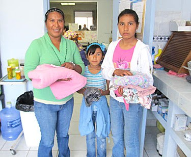 Distributing blankets in Reynosa