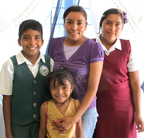 Scholarship students and their family in Reynosa