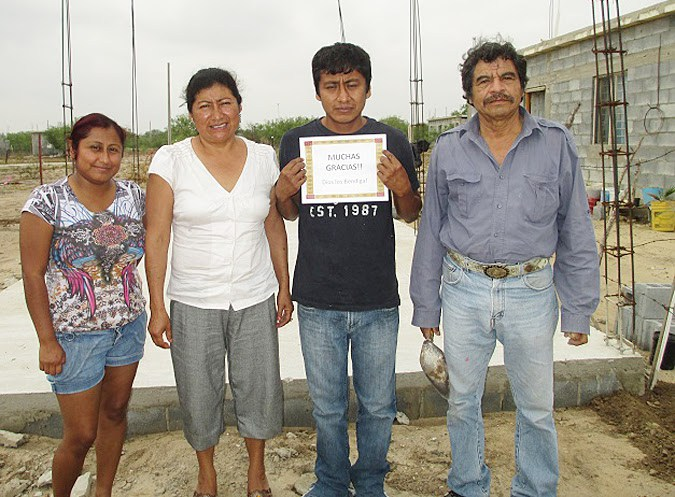 A family happy to have a house in Mexico