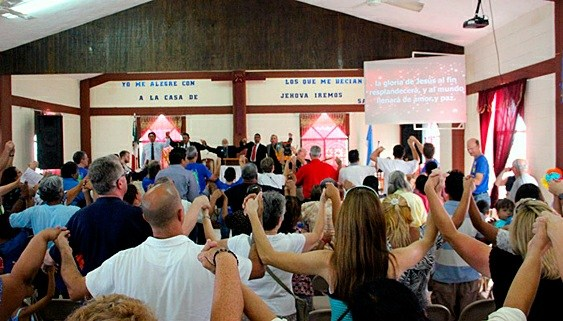 Worshipping together for the 20th anniversary in Mexico