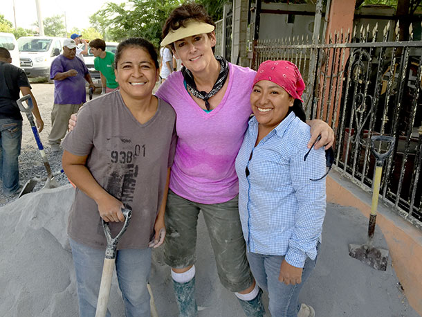 Friends pouring a roof in Reynosa