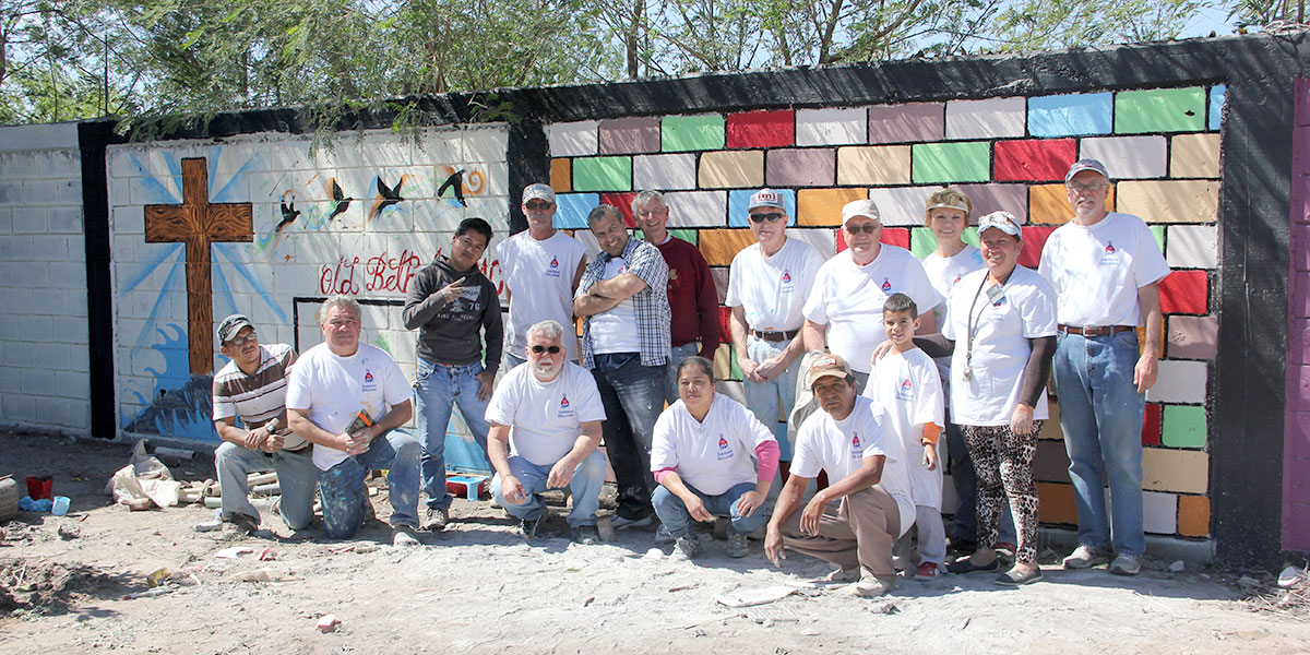 A team from Indiana in front of their beautiful painted mural in Naranjito