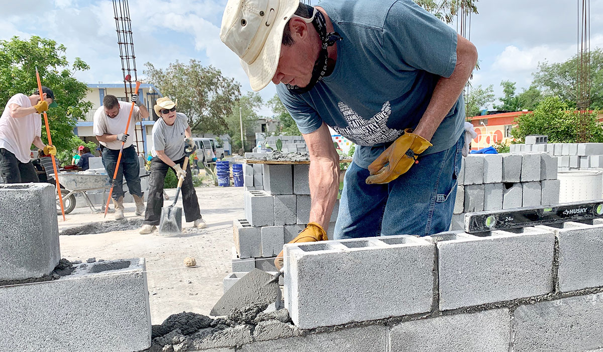 Mike laying blocks at the future Deantin community center in Naranjito