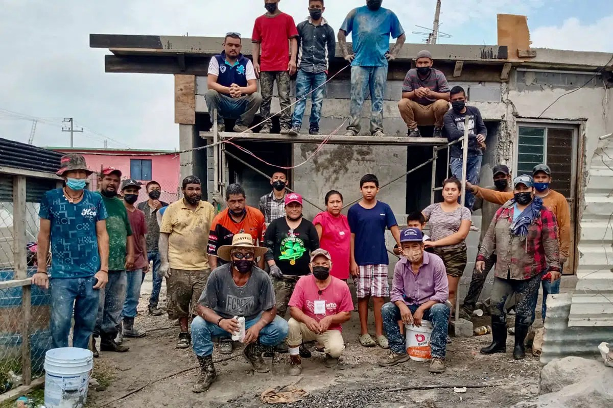 The staff and volunteers pouring the roof of Casa 4 in Reynosa Mexico