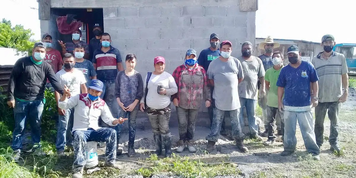 The staff and volunteers pouring the roof of Casa 5 in Reynosa Mexico