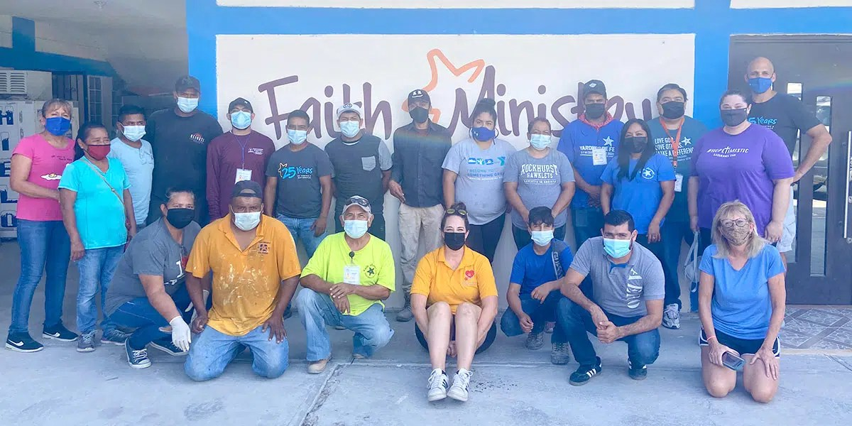 Our staff and volunteers with our friends from Charlotte North Carolina in Reynosa Mexico