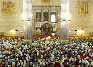 Istiqlal Mosque in Jakarta - Indonesia (interior)