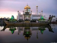 Omar Ali Saifuddin Mosque-Brunei (7)