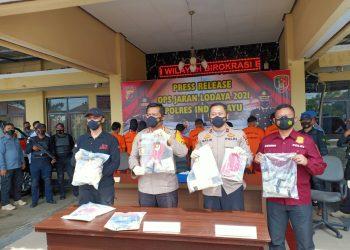 Polres Indramayu berhasil membekuk 9 orang pelaku spesialis parkiran pencurian kendaraan bermotor