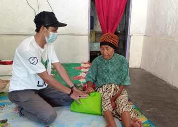 Komunitas UMI-ROY Club Cirebon Bagikan Sembako