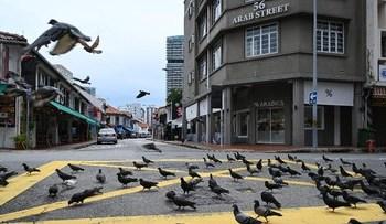 Suasana Singapura saat lockdown pada awal April lalu. (AFP/ROSLAN RAHMAN)