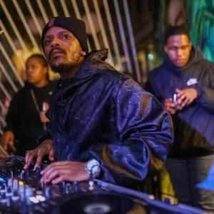 Kabza De Small & MDU aka TRP – Dlala (Vocal Mix)