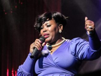 Lebo Sekgobela – Nyakallang (Live)