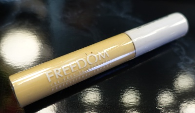 freedom-pro-conceal-correct-concealer-light