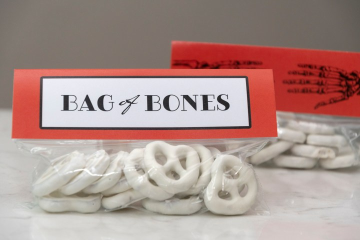 Free Printable Halloween Bag Topper for Yogurt Pretzel 'Bones'