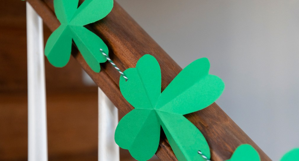 How to Make paper Shamrock bunting