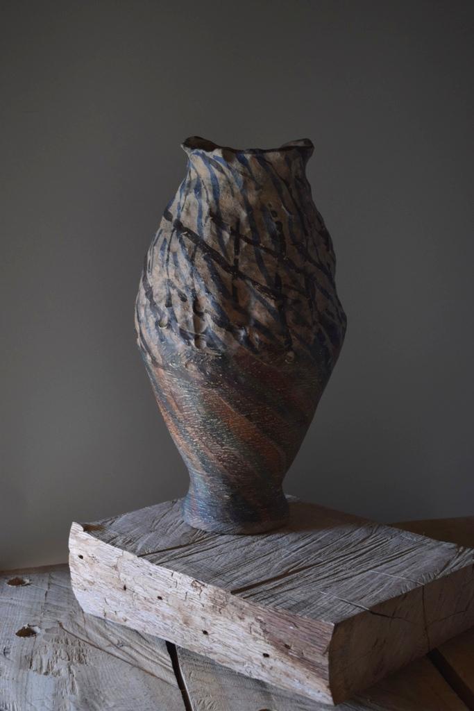 Авторска керамика предназначена за интериорен дизайн на обществени и лични помещения.