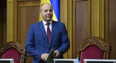На украинского спикера подадут в суд за слова о Гитлере